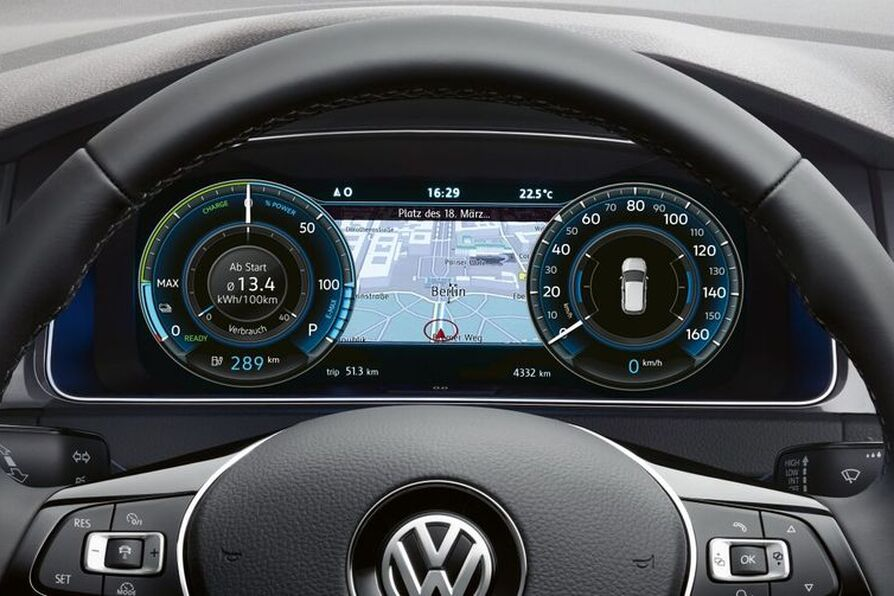 Volkswagen e-Golf - Active Info Display